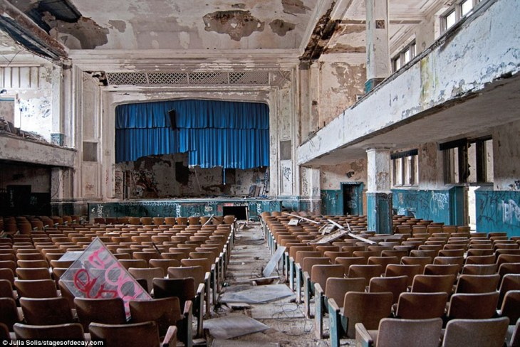 abandoned_school_theatre
