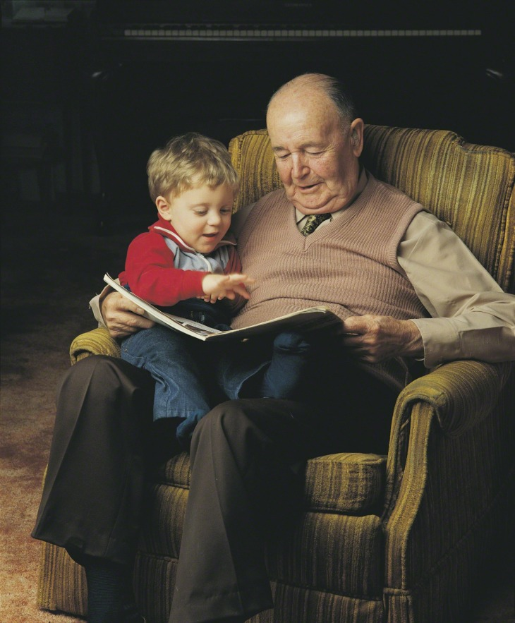 grandpa_child_reading
