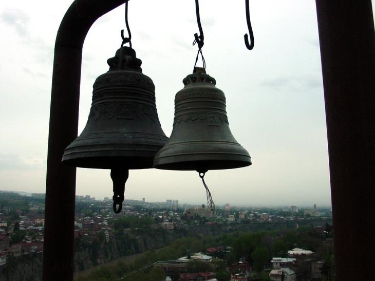 bells_lone